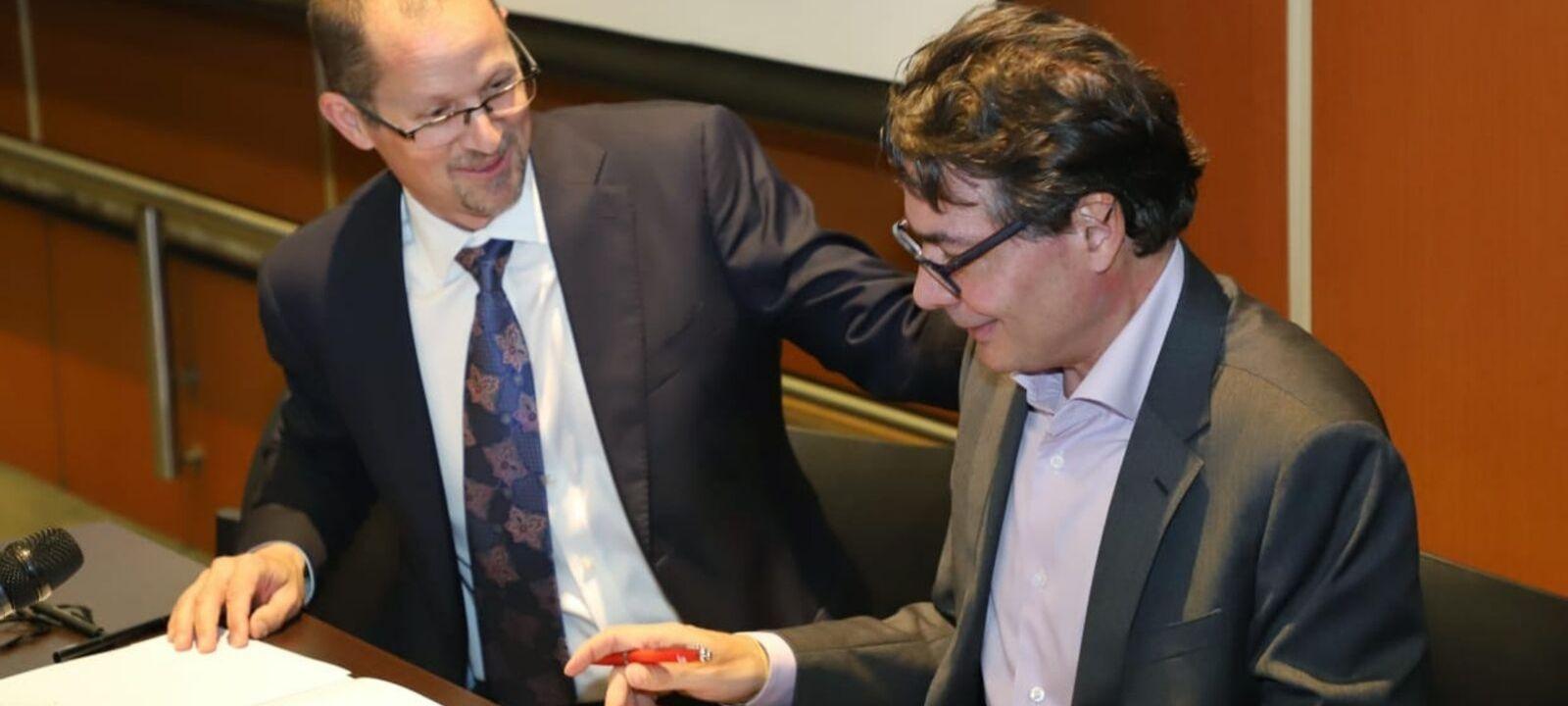 Jeff Maggionclada, CEO de Coursera, y Alejandro Gaviria, rector de la Universidad de los Andes | Uniandes
