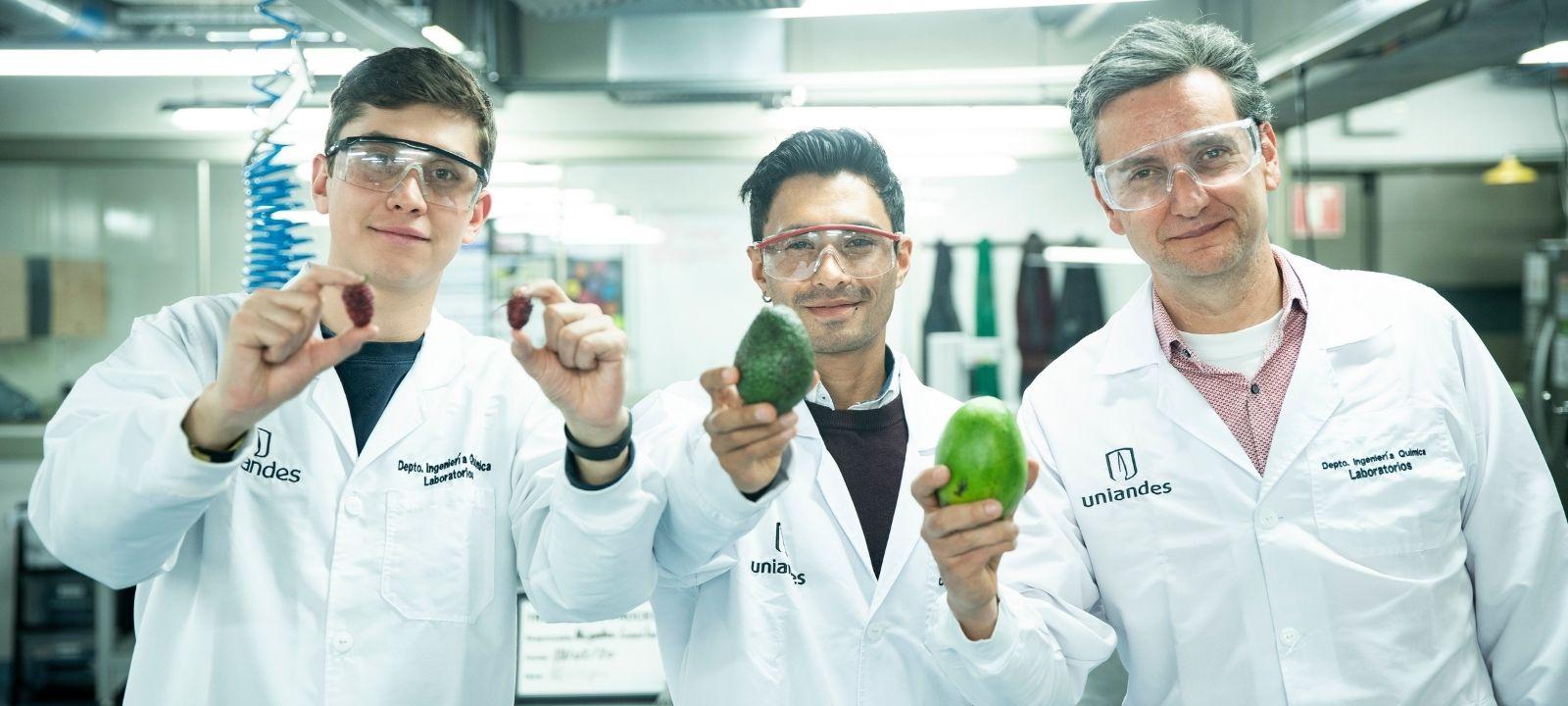 Andrés David Rojas, Ariel Mauricio Vaca y Felipe Salcedo, profesores del Departamento de Ingeniería Química y de Alimentos de la Universidad de los Andes