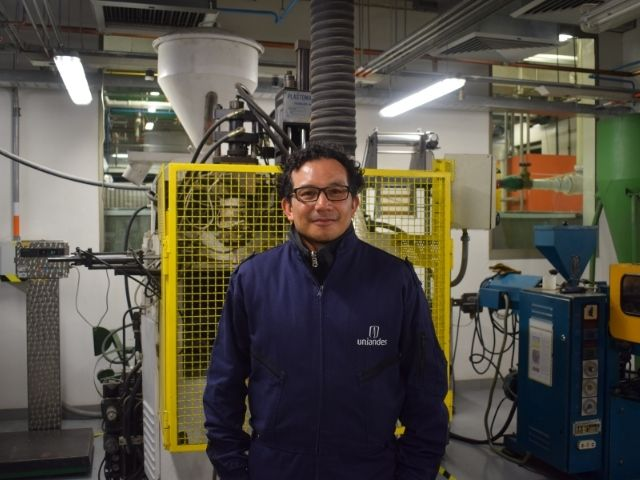 Jimmy Niño, técnico de laboratorio del Departamento de Ingeniería Mecánica