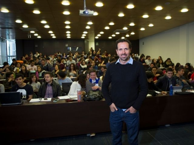 Juan Manuel Cordovez, director del Departamento de Ingeniería Biomédica