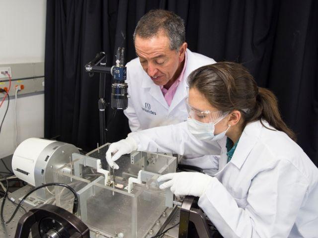 Juan Carlos Briceño recibe patente por catéter