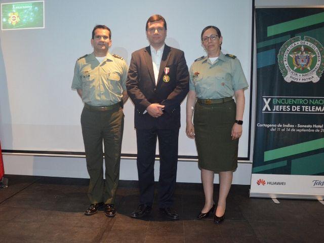Yezid Donoso recibe Medallas de la Policía y del Ejército Nacional