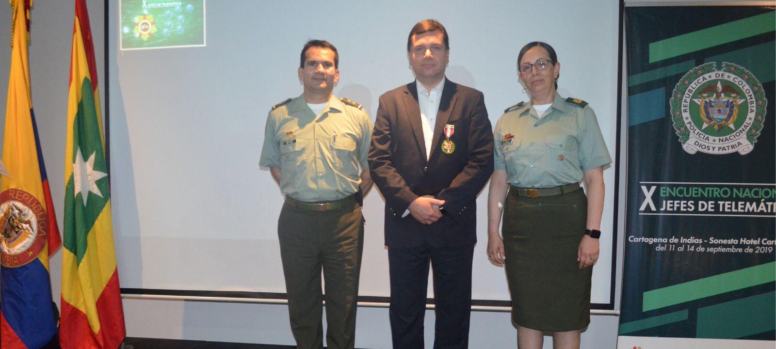Profesor Yezid Donoso recibe medalla de honor de la Policía Nacional | Uniandes